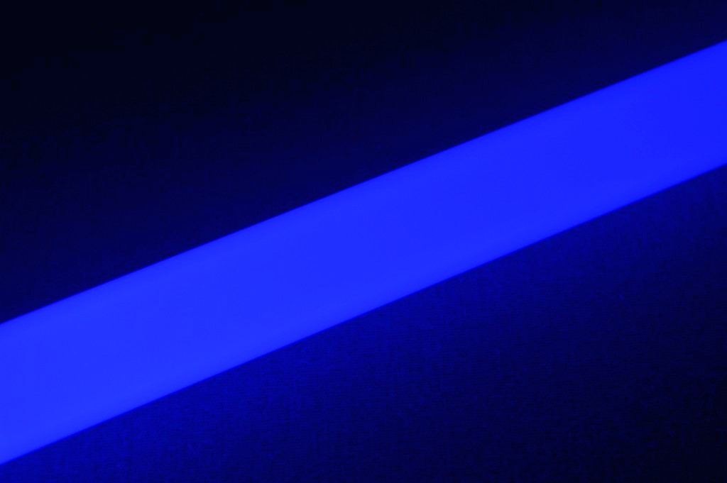 Ultrasabers Guardian Blue (5w LED Engin, single diode) with an Ultraedge Midgrade blade.