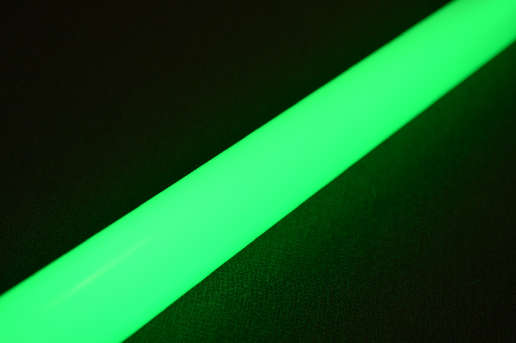 Ultrasabers Consular Green (5w LED Engin, single diode) with an Ultraedge Midgrade blade.