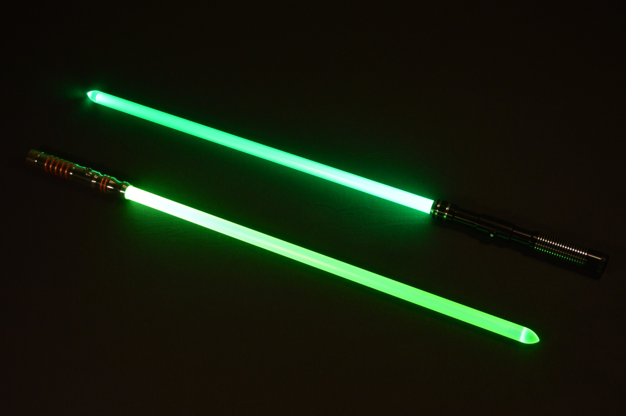 The Photon Blade on a blue saber is at the bottom, while Vader's Vault's Dual Diffused blade on a green saber can be seen above. Note the yellower hue of the Photon Blade.
